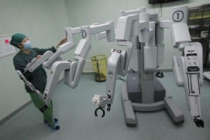 الجراحة الإلكترونية ...نظام «دافنشي» الأوتوماتيكي p18n7.jpg
