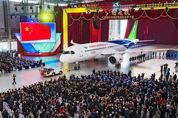 """中国最早的大飞机项目""""运10""""的研制始于1970年"""