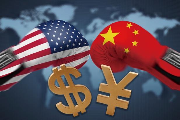 一段时间以来,作为世界前两大经济体,中美贸易战已经成为国际社会关注的焦点。截至发稿时,中美双方已经各自公布500亿美元的加征关税清单,而作为主动挑起贸易战的美方还威胁进一步加大加征关税的范围。同时,阿根廷、委内瑞拉、土耳其等国家近期相继发生货币危机,中国人民币汇率也出现了持续波动,这让不少人对中国货币政策产生了担心,多位专家在接受《今日中国》采访时表示,中美贸易战对货币政策影响有限,关键在于中国自身经济能否平稳健康地发展。   经济运行环境稳中有变   中国人民大学重阳金融研究院宏观研究部主任、首席研